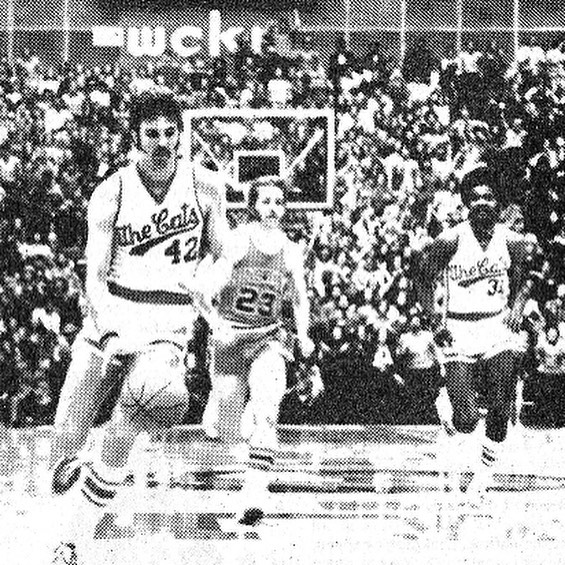 Bring back the script we had on the '70s basketball uniforms. (Or someone at least find me a good photo.) #Bearcats