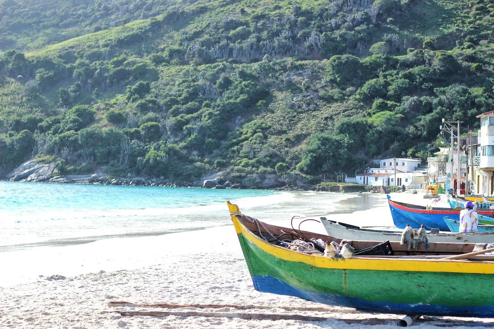 lifesthayle-arraial-do-cabo-prainha-barcos.jpg