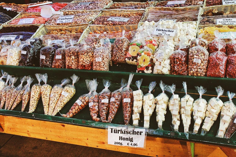 lifesthayle-vienna-naschmarkt-nuts.jpg