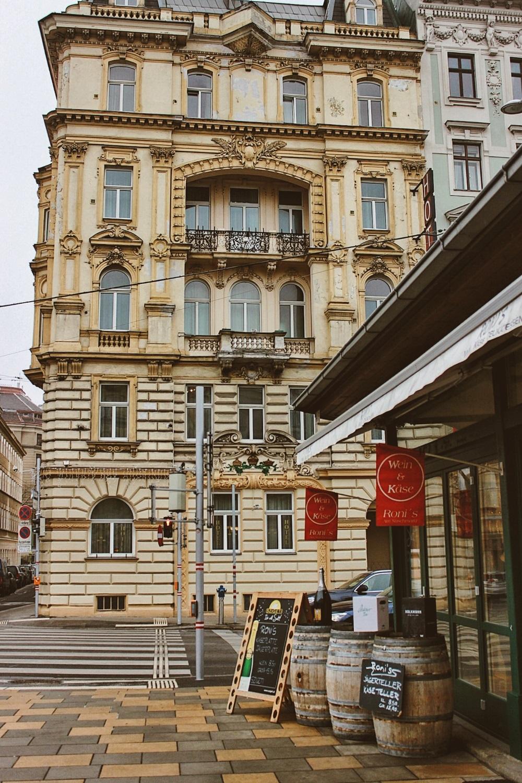 lifesthayle-vienna-naschmarkt-wein-und-kase