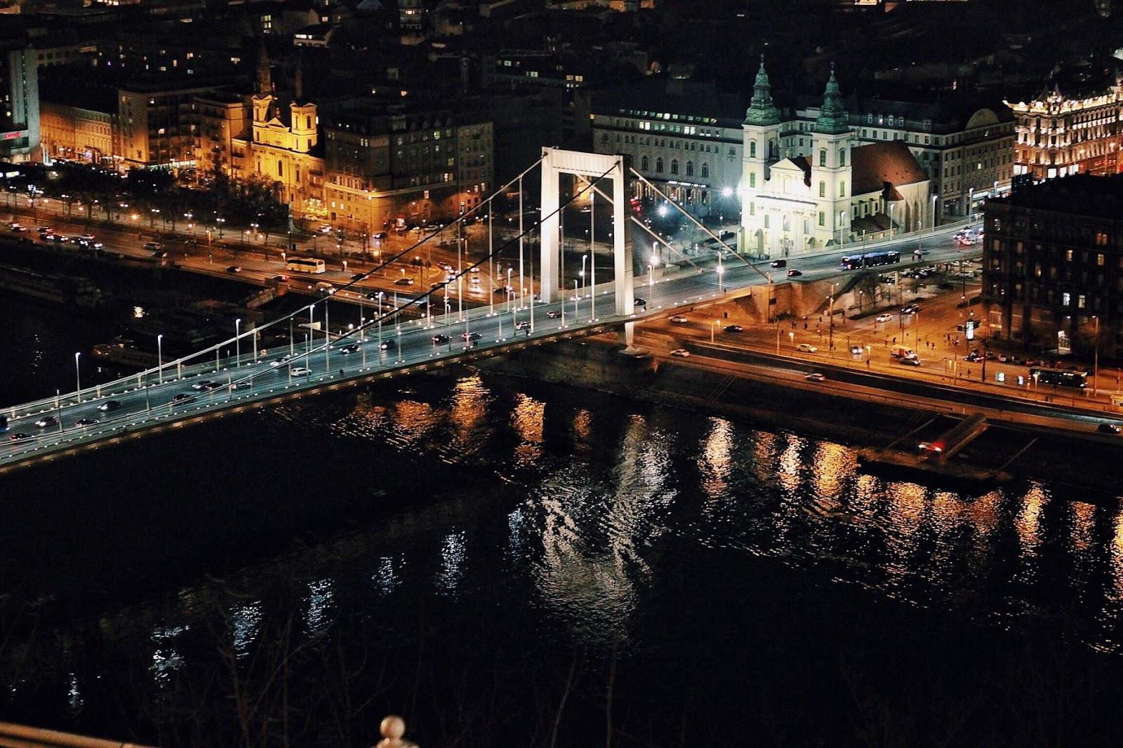 lifesthayle-budapest-citadella-elisabeth-bridge-at-night.jpg