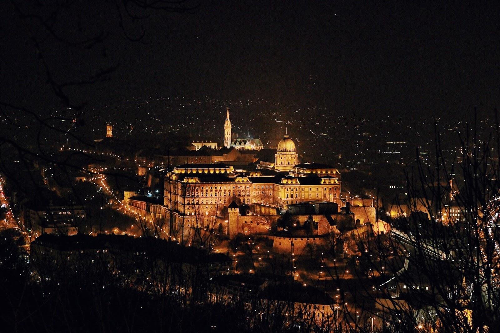 lifesthayle-budapest-citadella-buda-castle-at-night.jpg