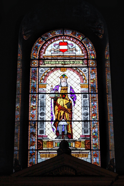 lifesthayle-budapest-saint-stephens-basilica-vitral.JPG