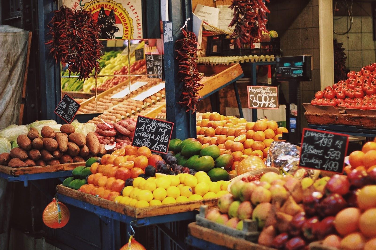 lifesthayle-budapest-great-market-hall-fruits.JPG