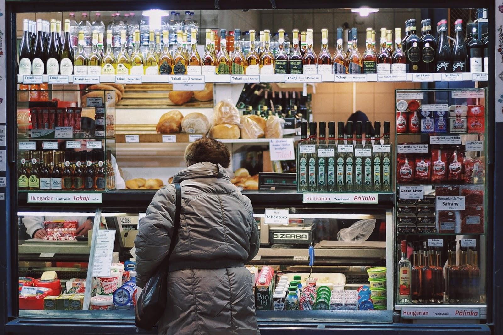 lifesthayle-budapest-great-market-hall-tradicional-stores.JPG