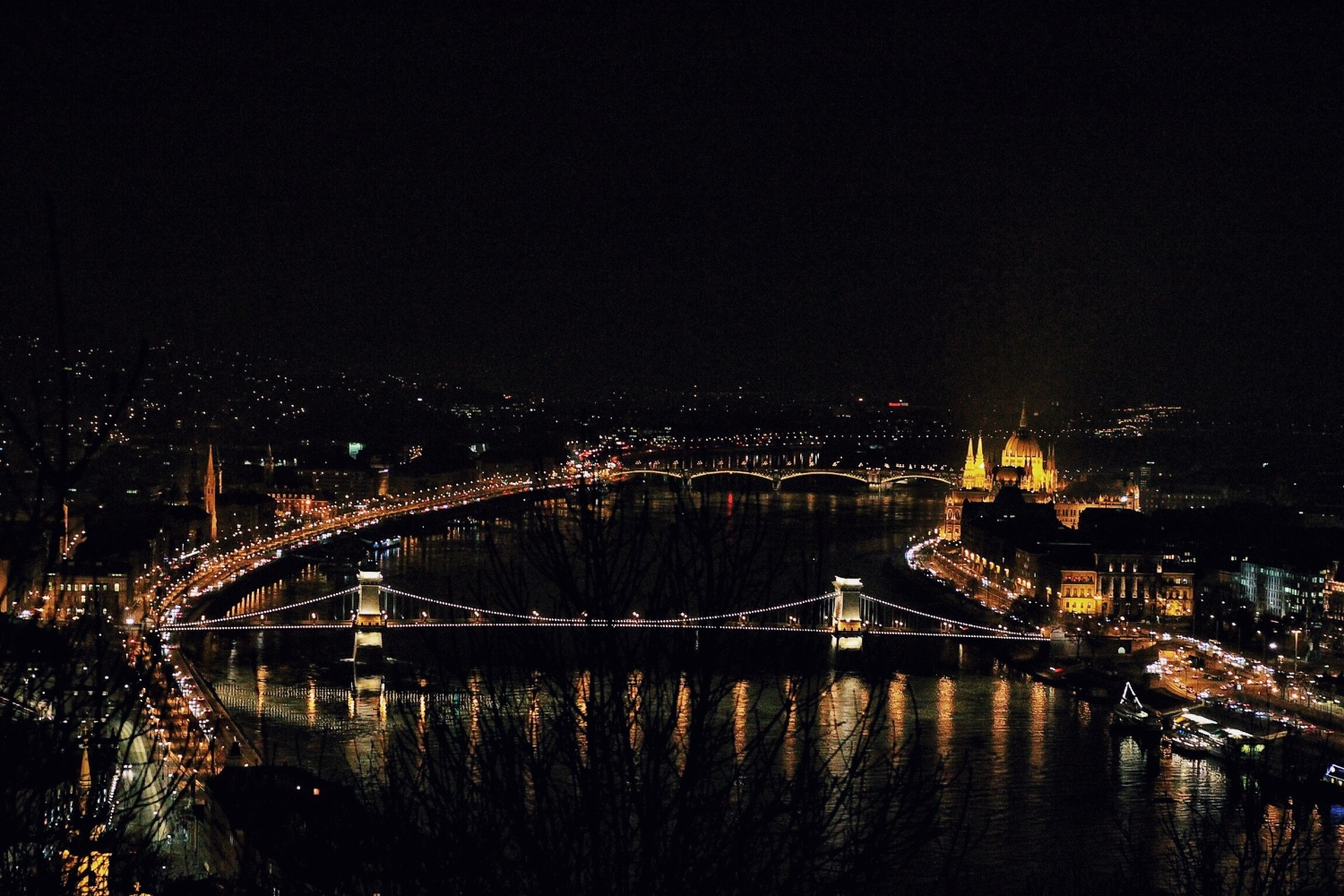 lifesthayle-budapest-bridges-at-night.jpg