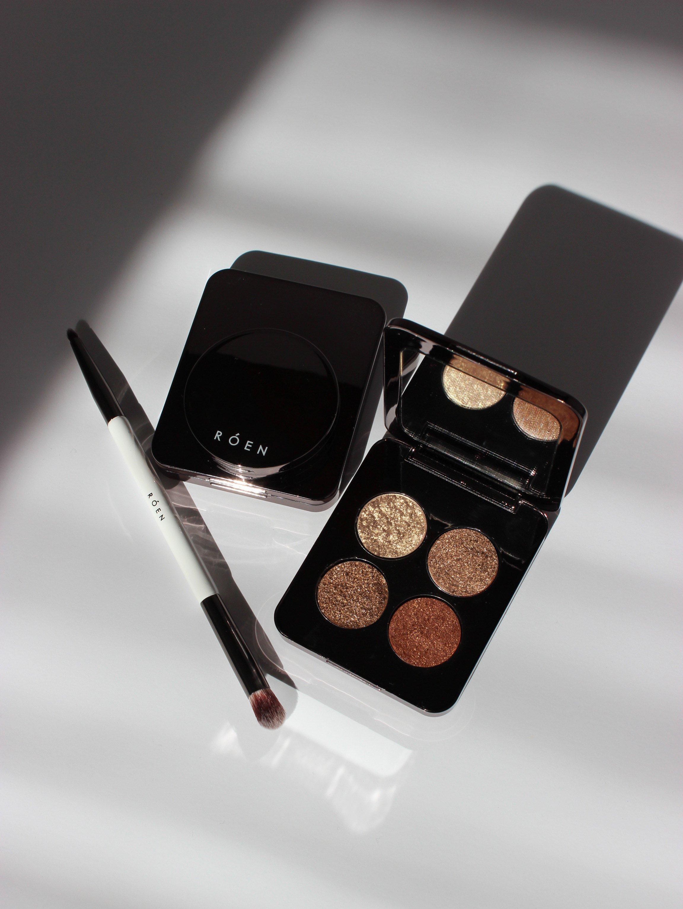 RÓEN 75° Palette - This newly released brand by celebrity makeup artist, Nikki DeRoest, features creamy eyeshadow palettes that are certainly worth the hype. Easy application, timeless shades, and clean formulas…you can't get better than that.