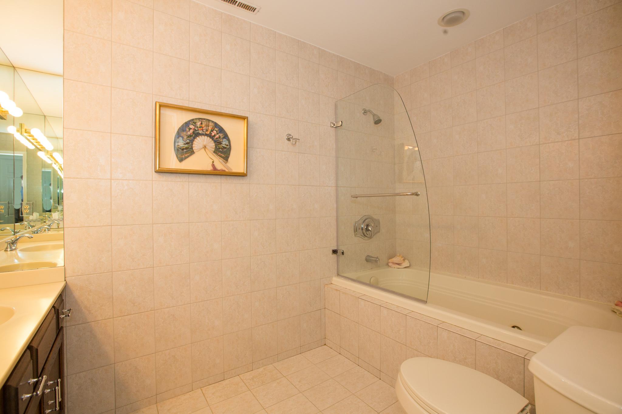 24 master bath .jpg
