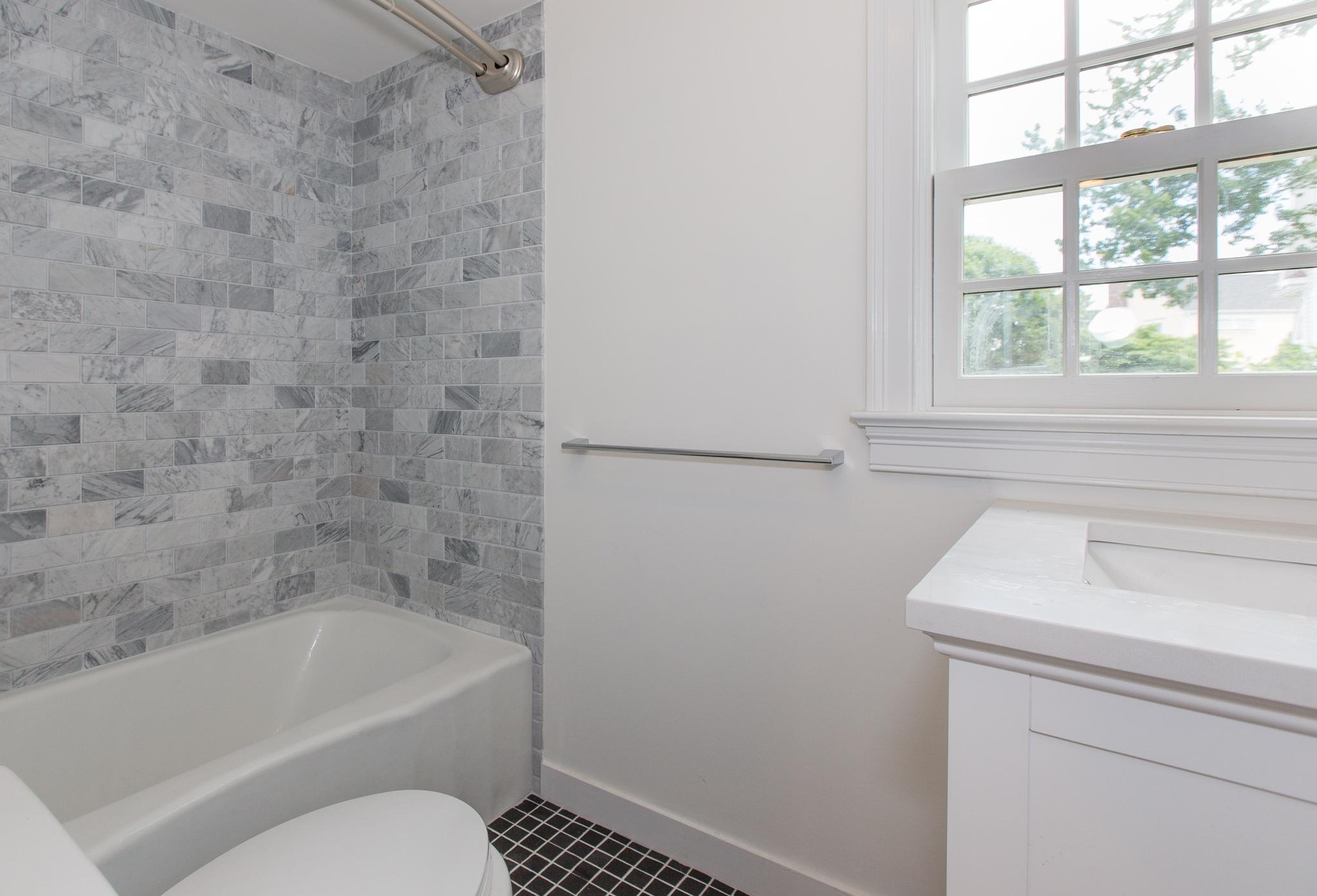 14 bath rm .jpg