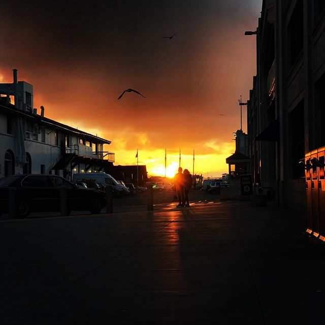 A beautiful sunset by the bay #fishermanswharf #pier39 #sanfrancisco #sunset #fridaymood