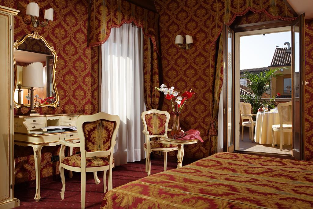 Feel like a real Venetian in the lush rooms of Hotel Gorizia A La Valigia.