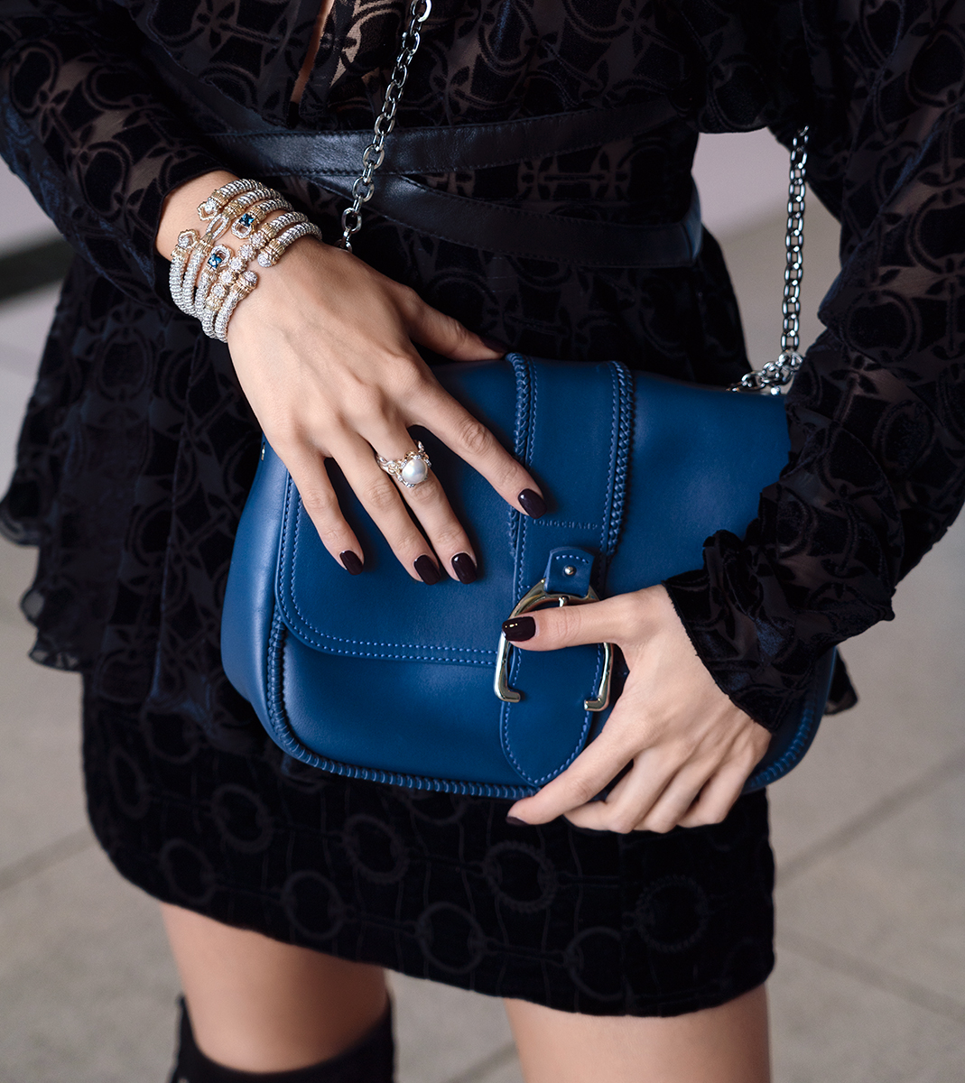 Longchamp's Amazone bag is the perfect fall accessory. Accessorised with Vahan's stacking bracelets and ring - great statement pieces to wear for any holiday party.