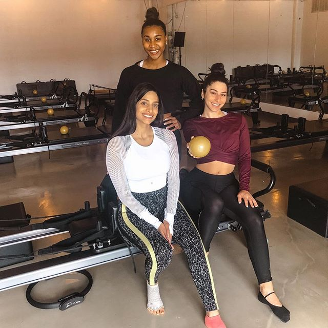 Who else craves a good pilates burn? 🔥🙋‍♀️ The soreness after our @defypilates class is one like no other.  We LOVE this class for a strength-building, muscle building & toning workout...with a slight cardio twist?! Different from your traditional reformer pilates & DEFINITELY worth trying! 💦 - We love @whatsupskittles class 💙 They offer 2 free classes for first timers so no excuse to not try it out! + big shoutout to our girl @tmarshall22 for completing her first ever pilates class with us! 🙌🏽💙 #findyoursweat