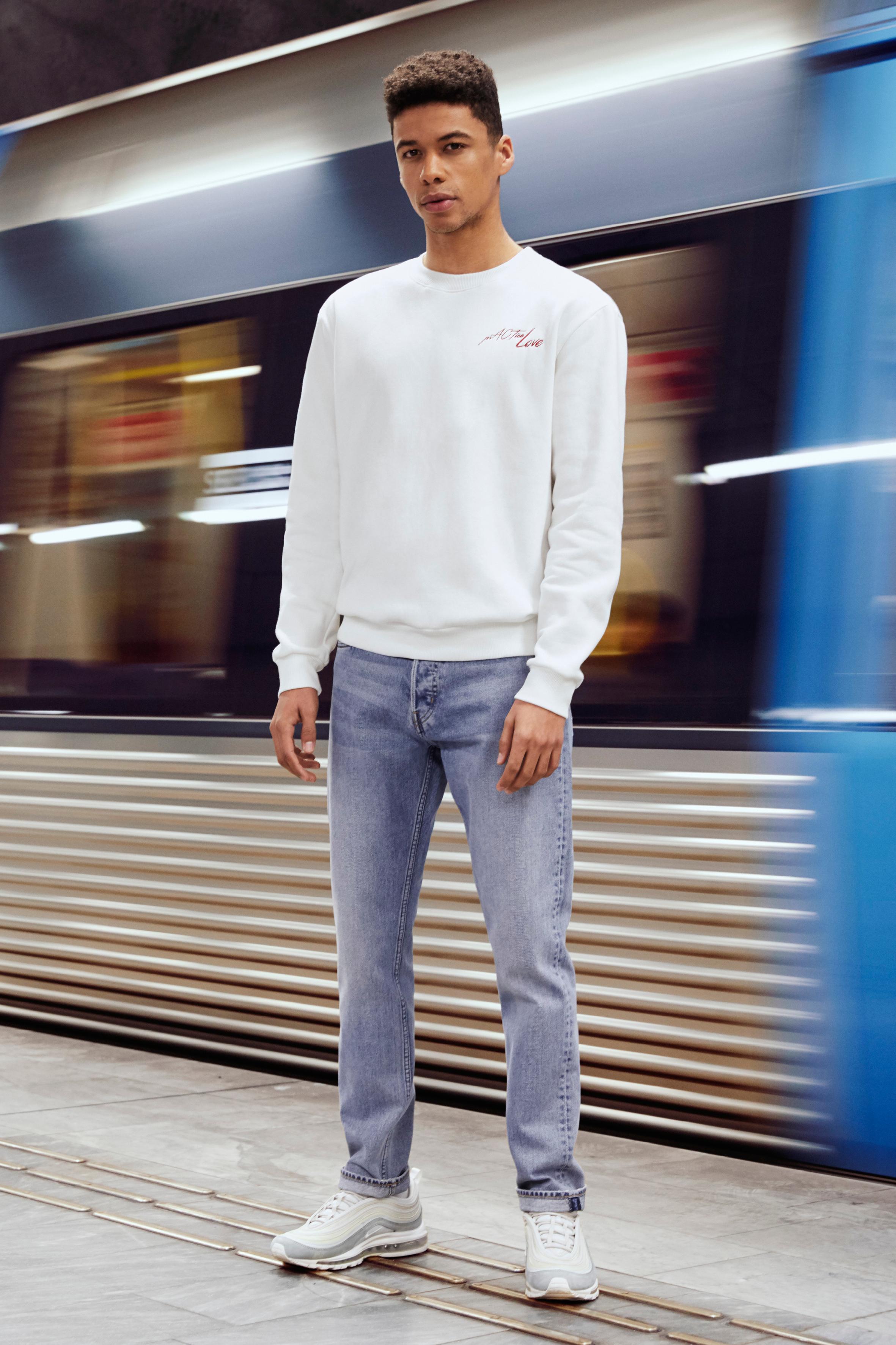 WD_8102_Weekday_Jeans_07_crop.jpg