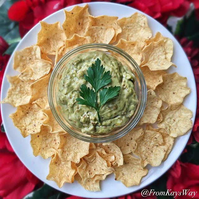 """First recipe for 2019 and just in time for the Super Bowl on Sunday! """"I Dip, You Dip, Creamy Chorizo Dip"""" 🤗🌱 ✨✨✨✨✨✨✨✨✨ Recipe on my Blog (under the Snacks category). Link in bio  #FromKaysWay ✨✨✨✨✨✨✨✨✨ Going to a super bowl get together, you already know you'll likely be eating a ton of unhealthy snacks. This year challenge yourself to go for healthier plant-based options ☺️🌱💪🏾"""