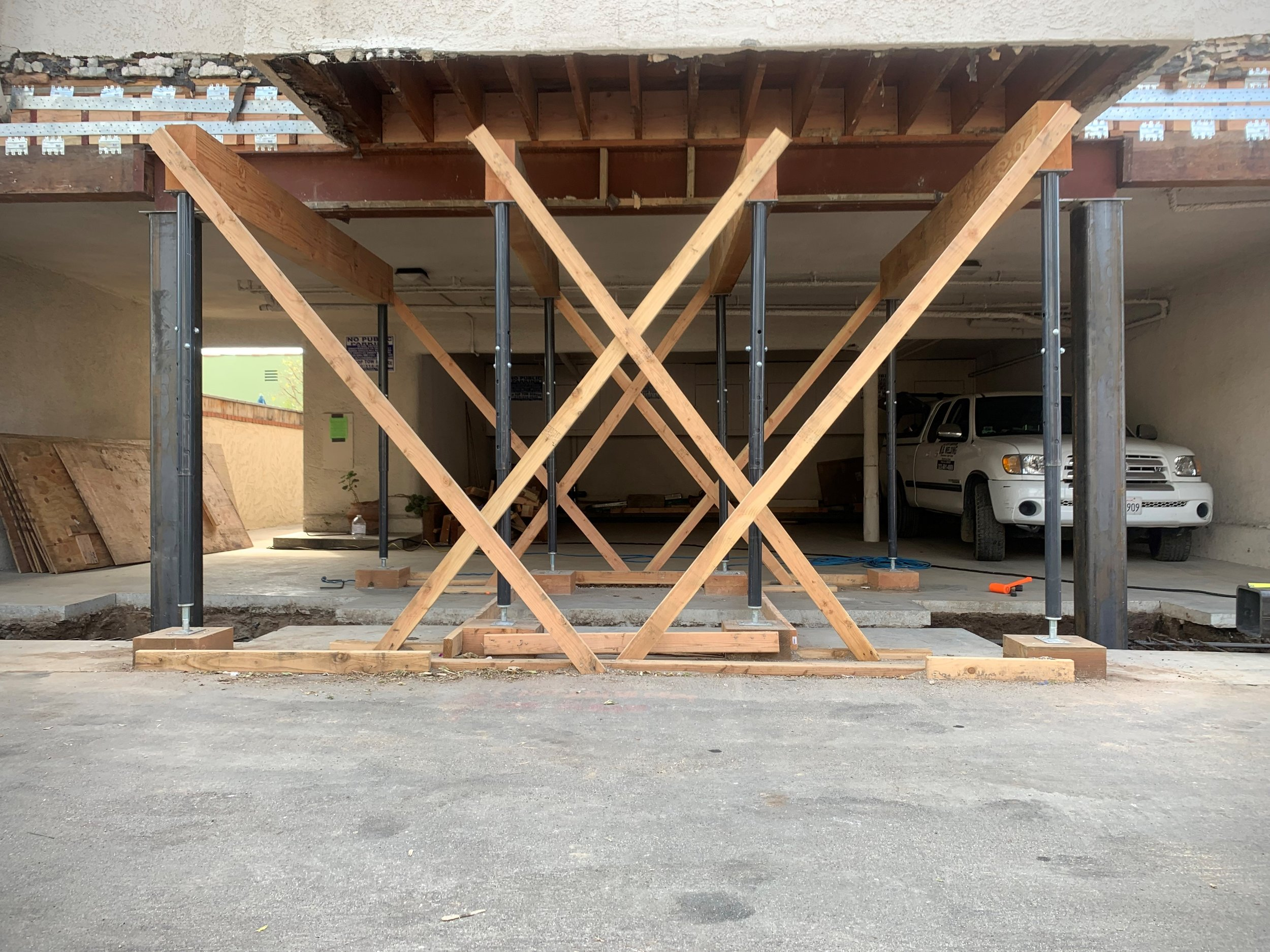 Cantilever columns and shoring.jpg