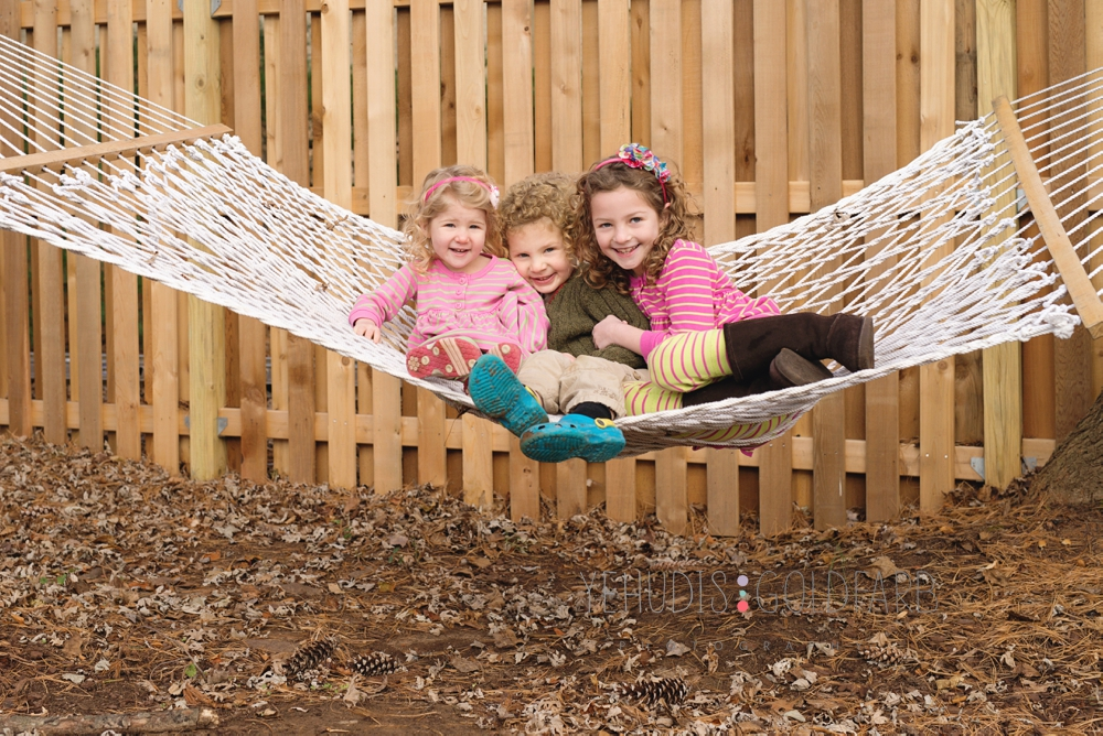10_siblings-play-on-hammock.jpg