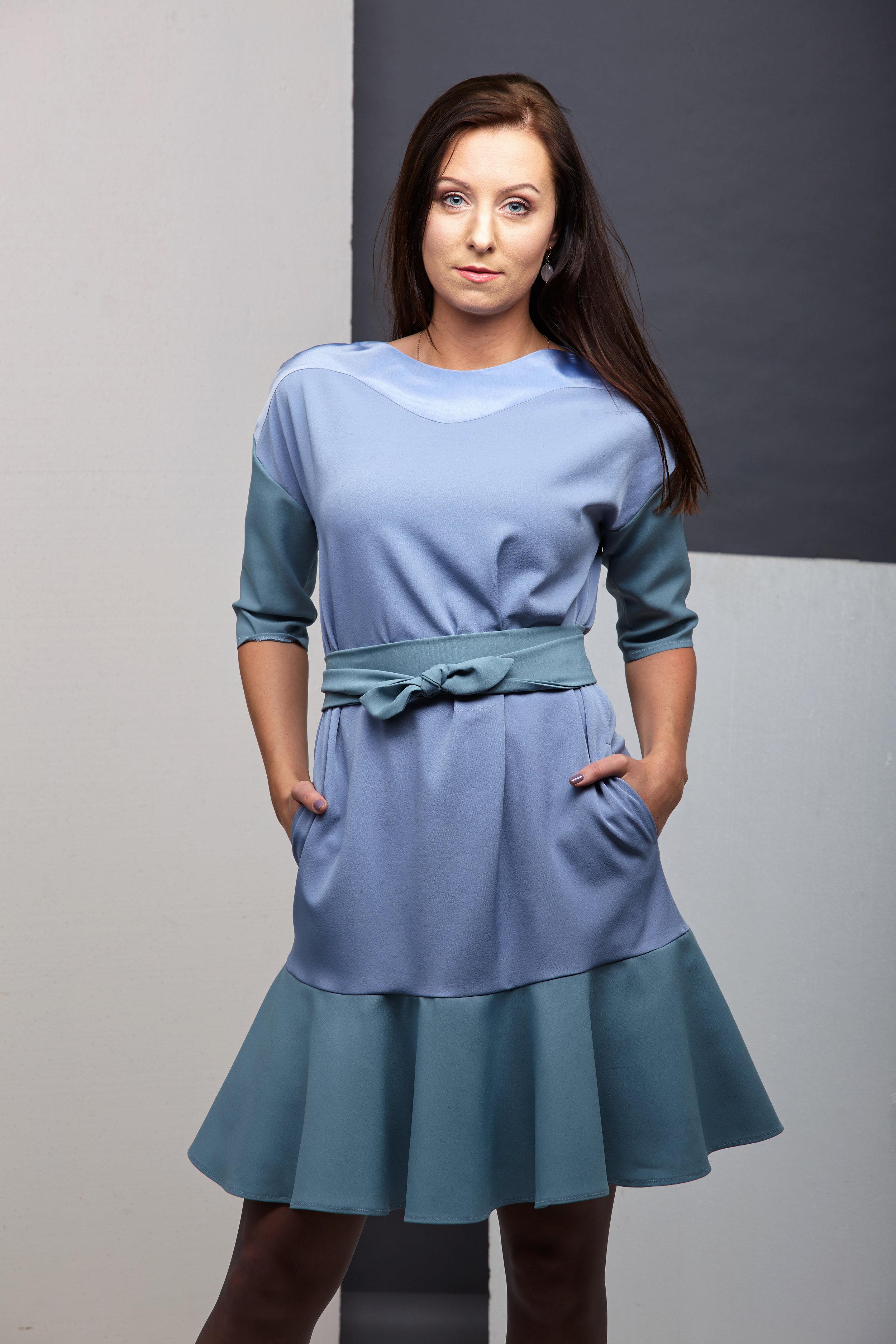 Платье из ткани трех разных цветов