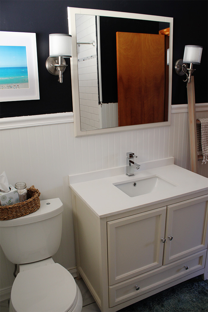 small nautical bathroom