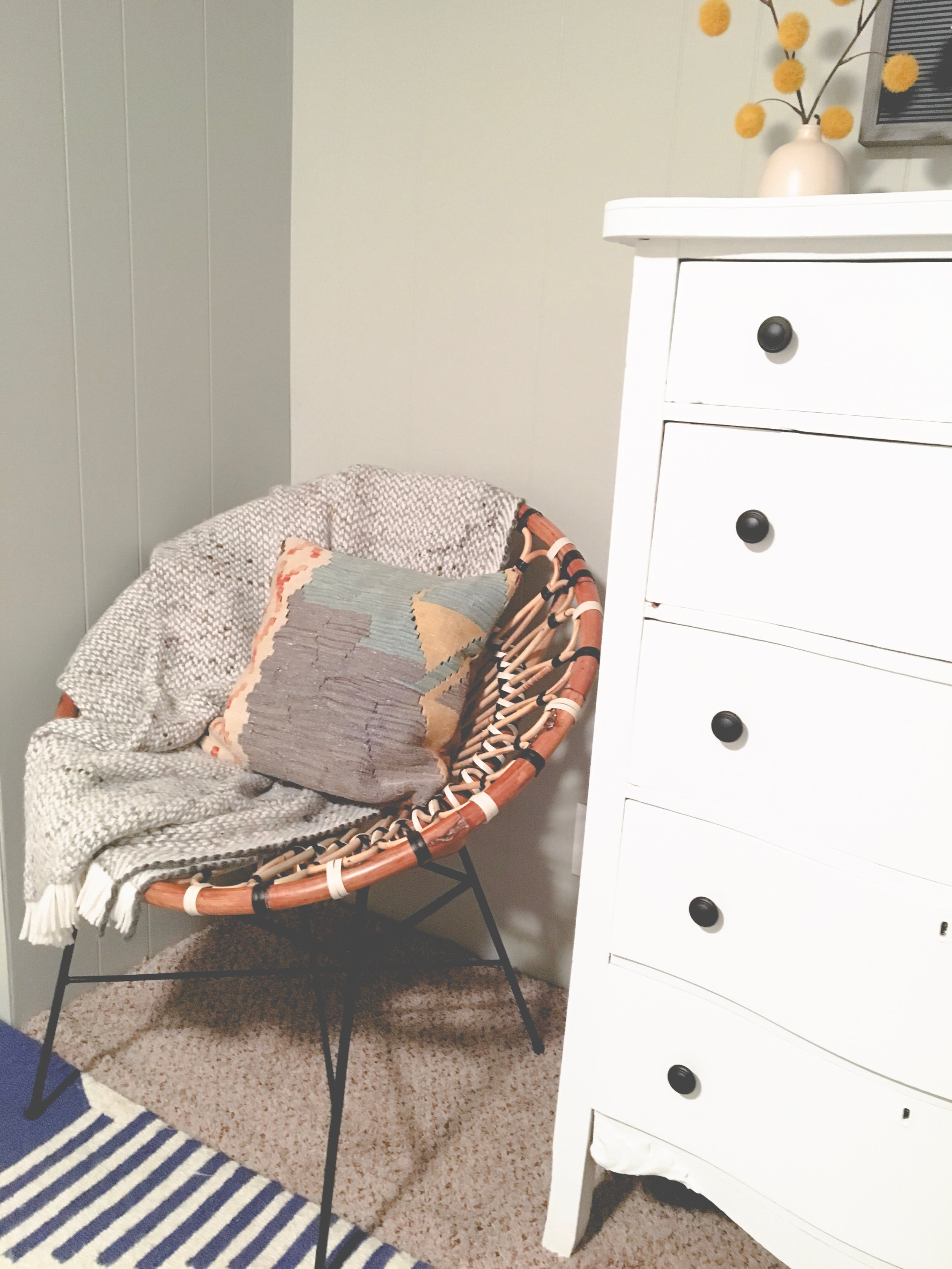Our boring guest room gets a whole new modern cozy chic cabin look! Learn how to redecorate your guest room so it feels cozy and welcoming. Create a little reading nook with this cute rattan chair.