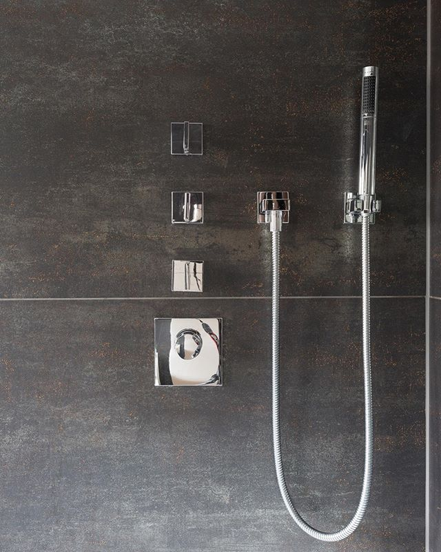 Trying to create a spa like feel in your bathroom? Charcoal grey and silver shades set a modern and luxurious tone to help you start your day on the right foot!  For all bathroom enquiries, email info@designdliving.co.uk . . #bathroomdesign #bathroomdecor #bathroominspo #bathroomgoals #modernbathroom #modernhome #mondernhomeinspo #uniqueinteriors #propertydeveloper #interiorspace #interiorinspo #interior4you #interiorgoals #interiordecoration #interiordesigns #interiorinspiration #interiorinspo #housegoals #housedecor #propertygrams #interiorgram #instainteriors #designdliving