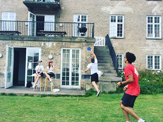 Yesterday 1st floor hosted CJ's first Grill Tennis Tournament followed by a cozy barbecue. Thanks for a great initiative and congratulations to Bea and Trevor, also from 1st floor, who won the tournament🥎🏆 #collegiumjuris #jointhehygge #grilltennis