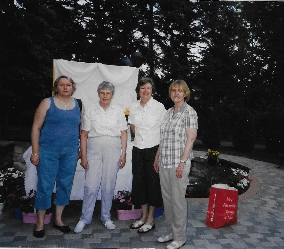 Pat, Helen, Eleanor.jpg