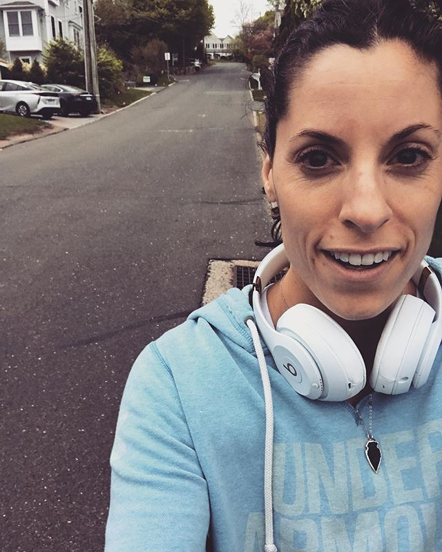 It's Fri-YAY Mamas!! Time to share what went well this week🙌🏽🙌🏽 😎 something you're proud of 😎 something nice someone did for you 😎 an unexpected win/surprise 😎 you learned something new  I tackled some hill repeats this morning...made a commitment to find new ways to get in 20 min power workouts before work....I made it up all of 2x before Crawling back to make breakfast. It was two blocks long and way steeper that in looks- I swear! 🤣🤣 Seriously though...you don't have to be good, to start...proud of sticking to my goal this week! #friyay #celebrate #shareyourwins #whatwentwelltoday #trysomethingnew #mixitup Do you want to: ⭐️Reconnect with your best self ⭐️Align your goals, habits and beliefs ⭐️Make lasting, positive change ⭐️Love the life you live WHILE you live it 🔥book your FREE DISCOVERY CALL (in profile link) to learn more!! #hcydailydose #investinyou