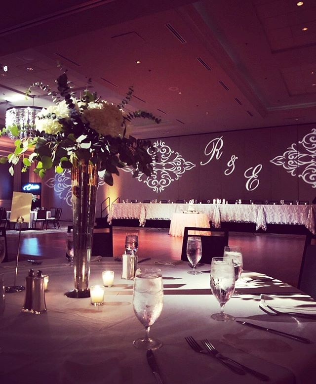 Beautiful reception! ✨ Lighting: @nashvilleeventlighting | Florals: @accentflowersbrentwood