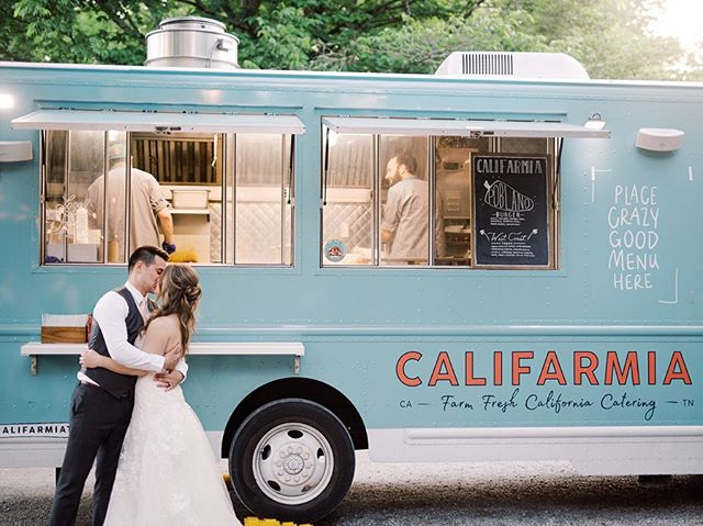 Considering a food truck for your big day? A modern style of catering! Food trucks allow guests to mix and mingle, a wide variety of foods to be served, and if planned wisely, can save money. It was a huge hit at Bethany & Danny's reception!!! 😋 📸: @sarahnicholephotography 🚚🍴: @califarmiatruck // @dansgourmet