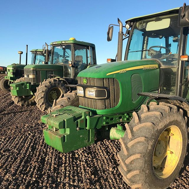 A busy day today getting the ground ready for oats to be sown tomorrow. We had 3 tractors in the paddock working together, the old girl still does the job.