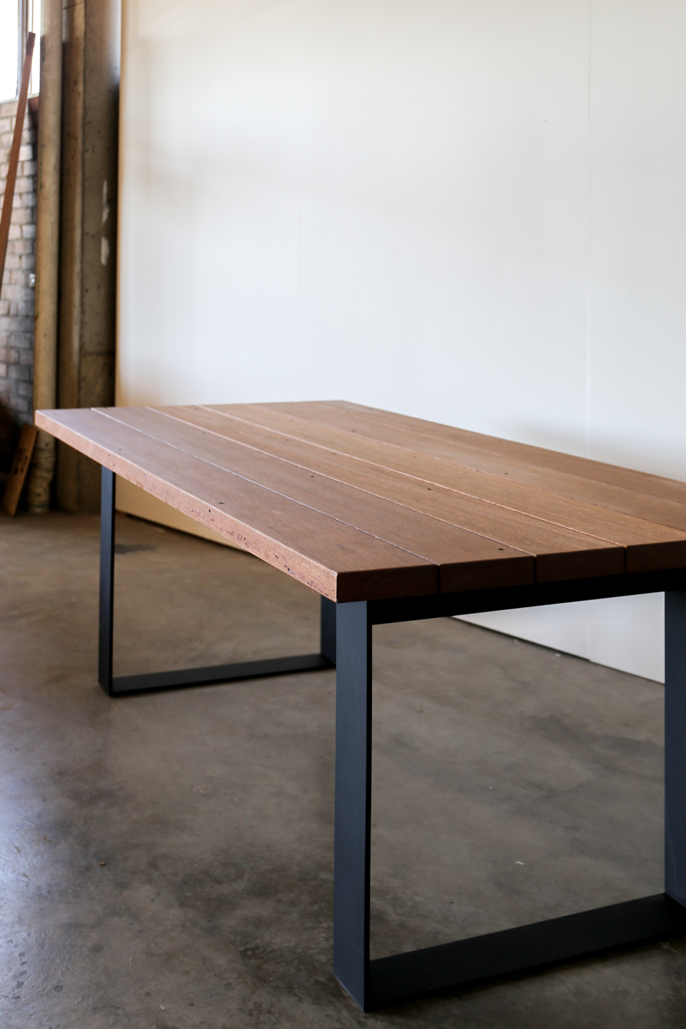 0404_TimbermillWorkshop_Outdoor Recyled Timber Table-2.jpg