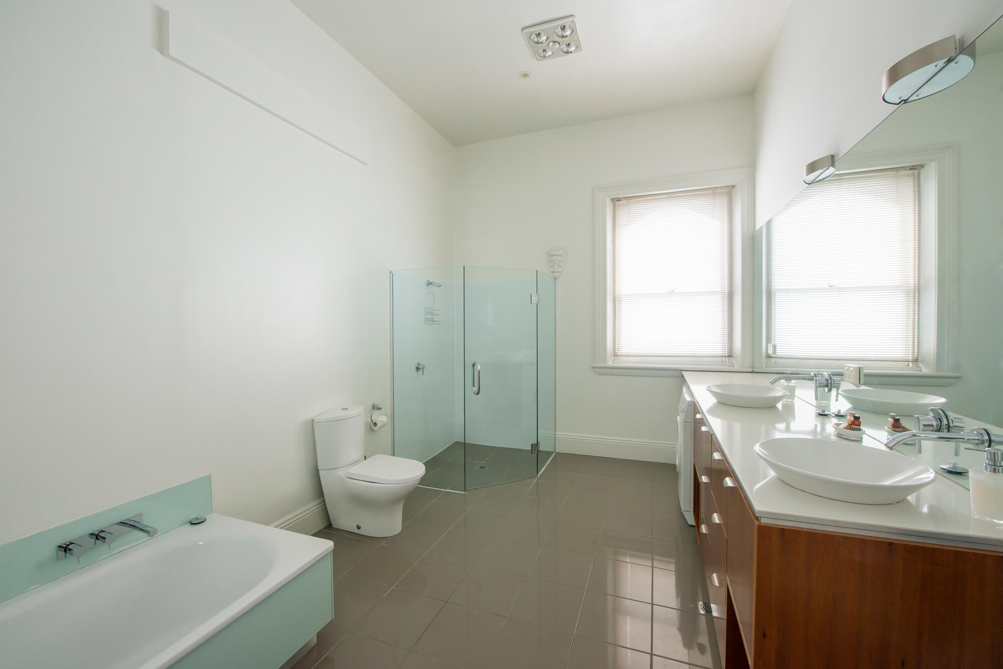 Apartment1bathroom146.jpg