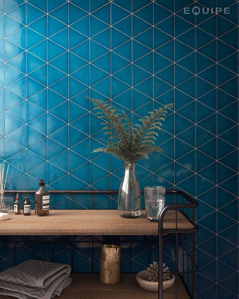 scale_triangolo_electric_blue_bathroom-819x1024.jpg