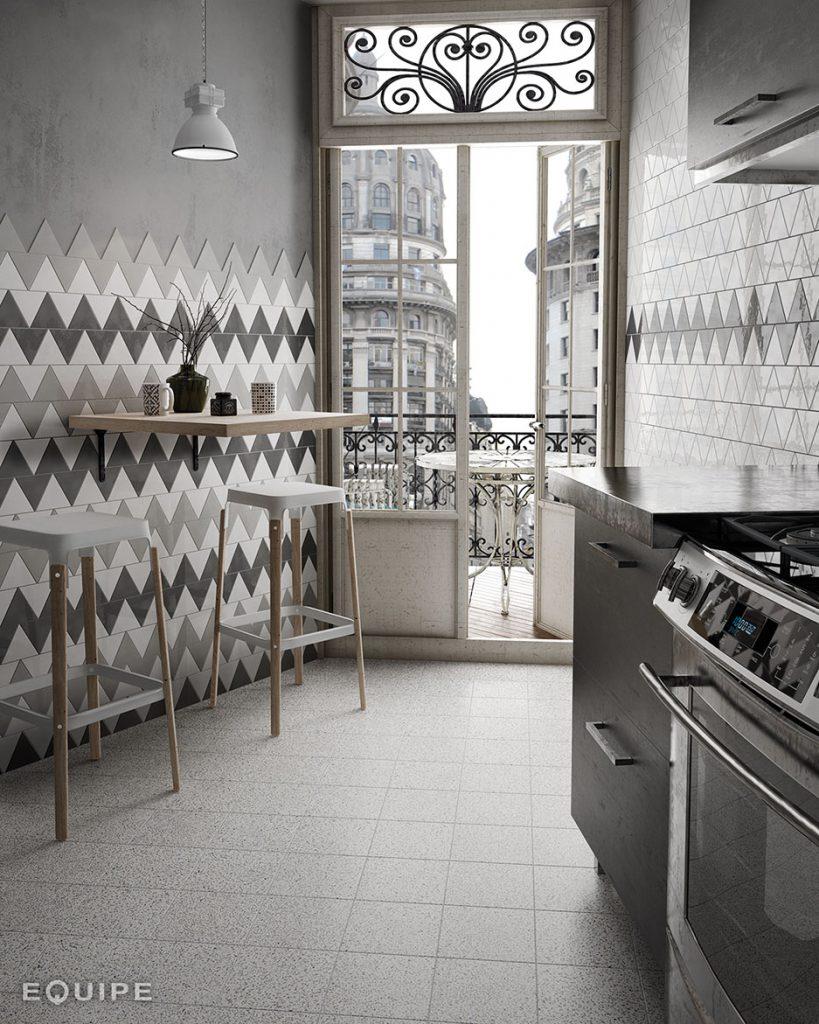Scale_triangolo_LightGrey_White_DarkGrey_micro_stracciatella_kitchen-819x1024.jpg