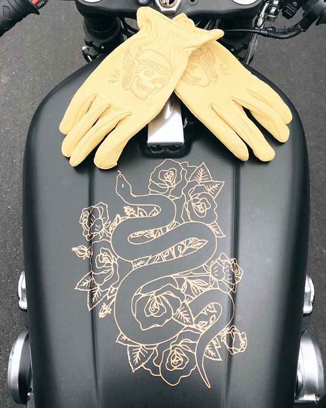 Did this decal design a while back for @helladapper 's Racer 🐍  Mans whole setup is too clean