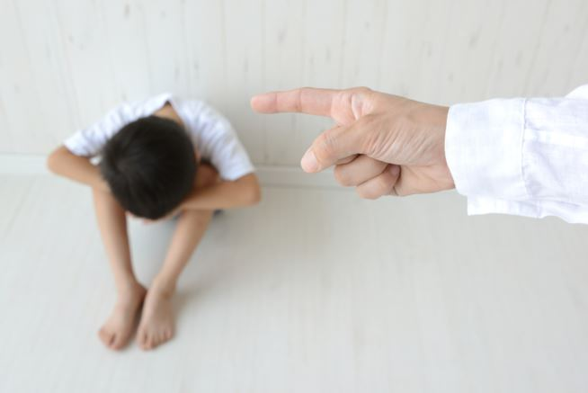 bambino-punito-maxw-654.jpg