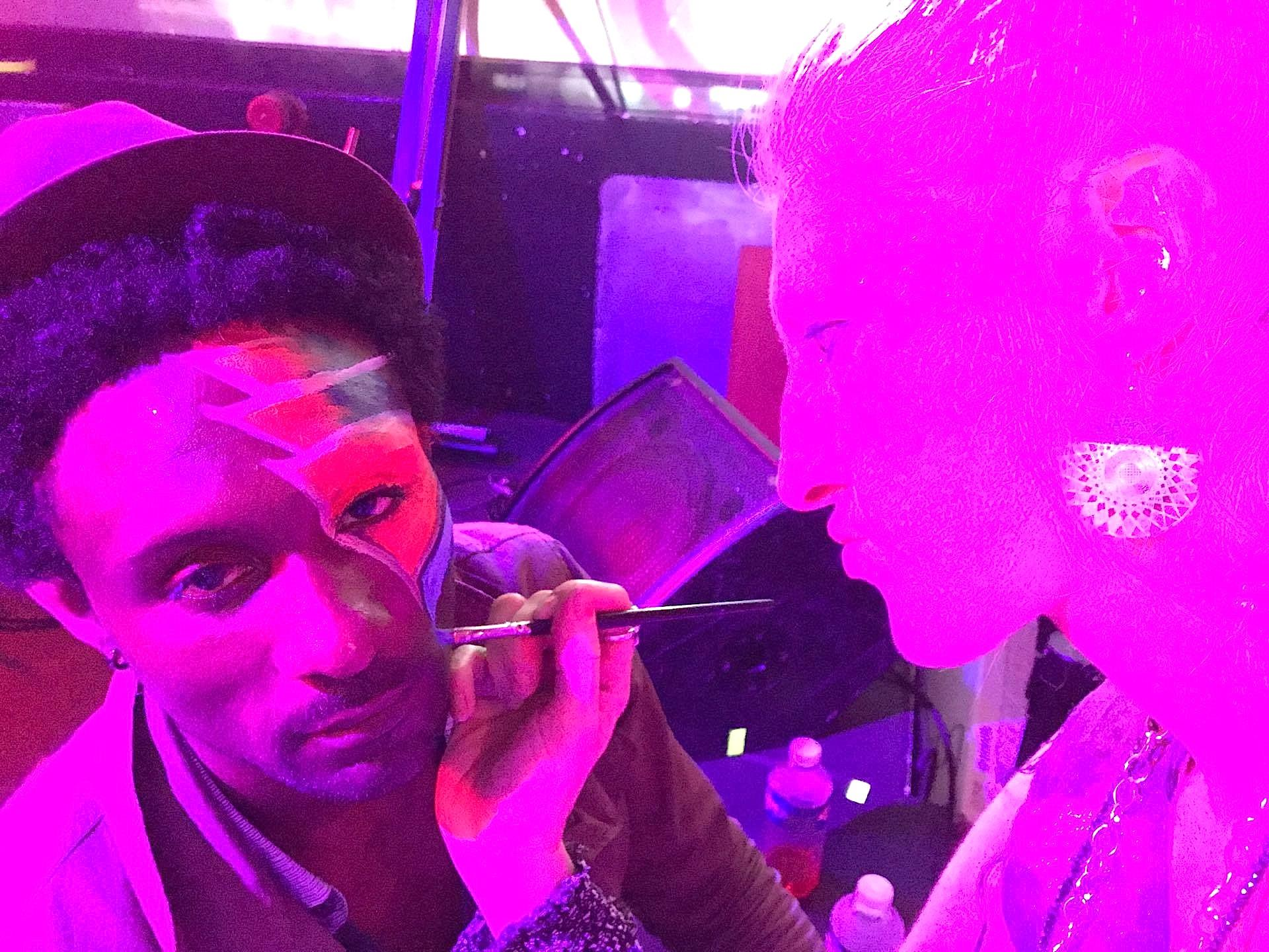 Luminous make-up for a stellar performer - Browny M