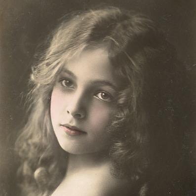 Victorian girl  2.jpg