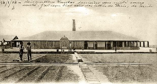 Terreiro de Café da fazenda Ibicaba destacando-se a Casa de Máquinas, 1904 Acervo Família Levy- Carlota Schmidt Memorial Center