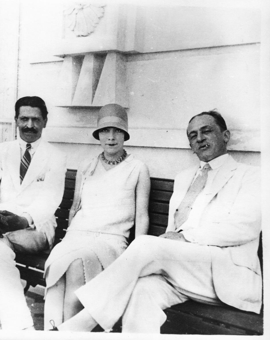 Joaquim de Sousa Queirós, Marinette Prado (sra. Paulo Prado) e Blaise Cendrars no Copacabana Palace, 1926 Acervo particular