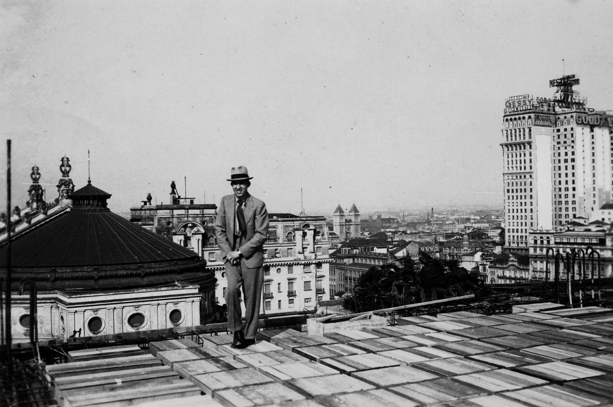 Erich Meili em visita à obra do edifício que abrigaria as lojas Mappin, década de 1930 Acervo Família Meili