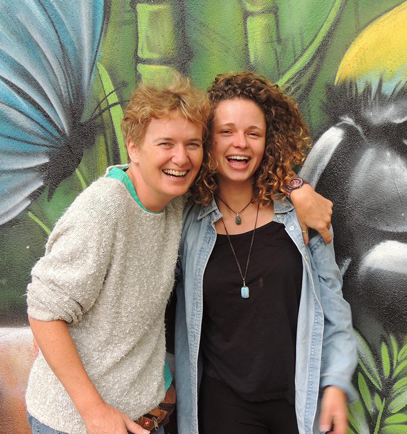 Heidi Caluori à esquerda Site brasilienhilfe.ch