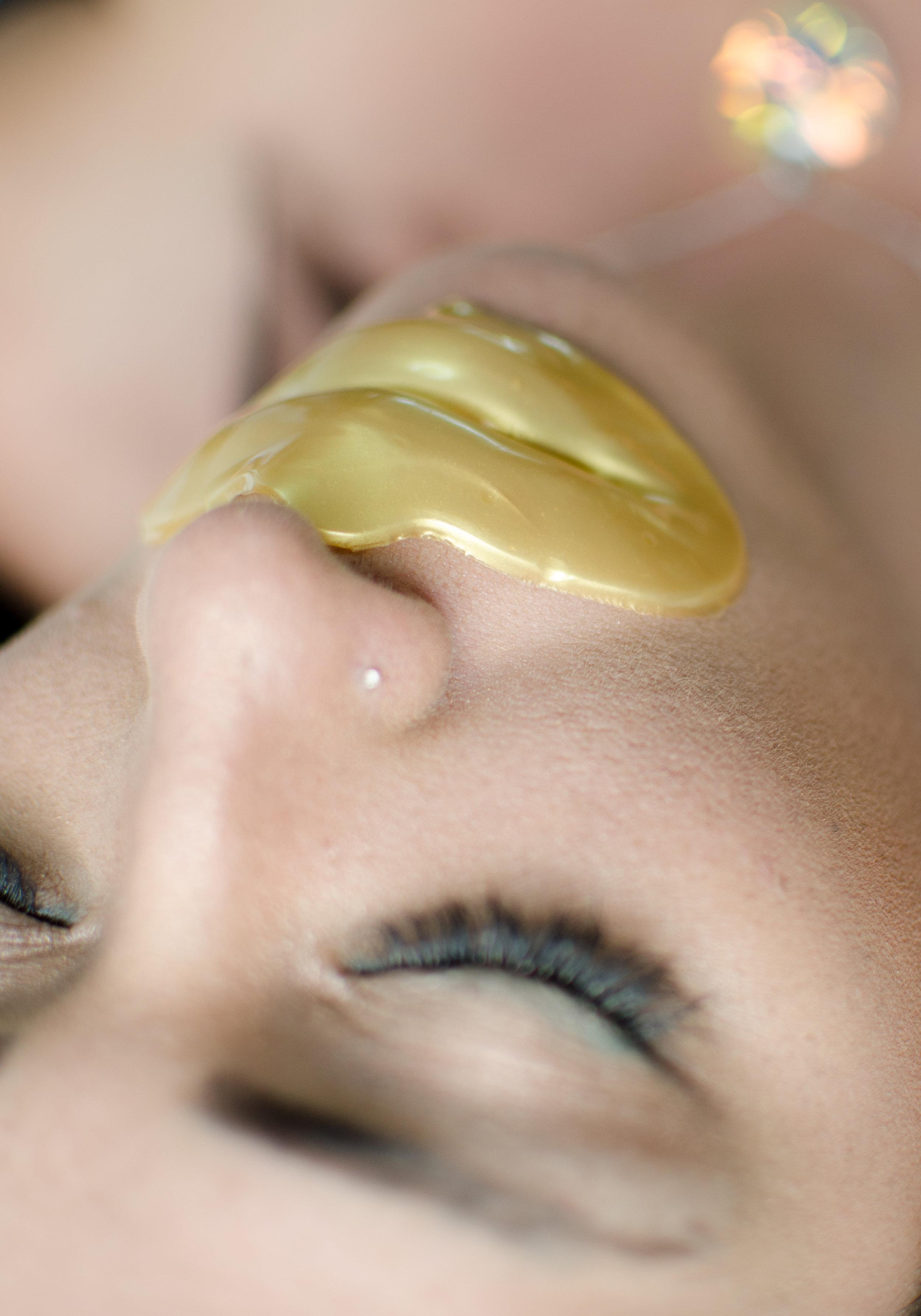 Masque des lèvres d'or 24k