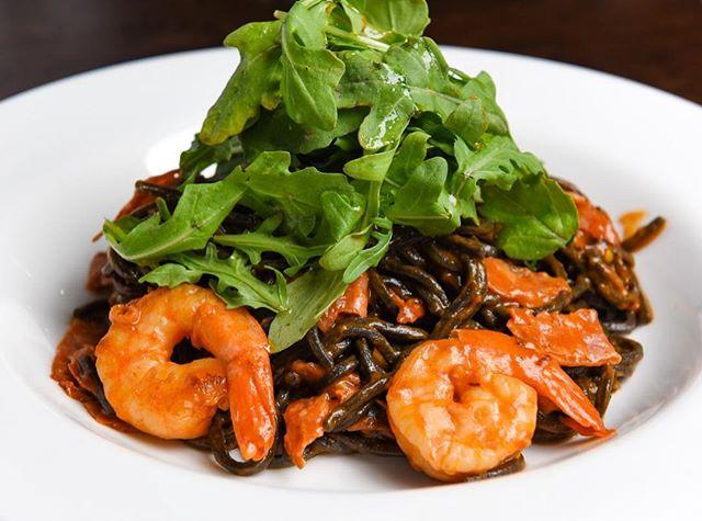 ~ Linguni vitaly ~ Squid ink pasta w/ prawns, salami, garlic, squash cherry tomatoes & wild rocket.  #sydneyitalianrestaurant #sydneydining #sydneyeatshare #squidinkpasta #prawns