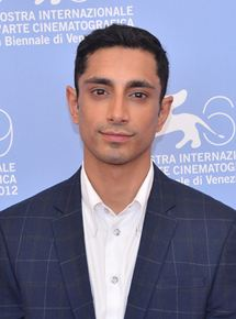 RIZ AHMED  Rôle : Hermann Kermit Warm