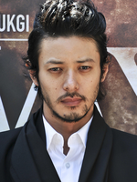 JOE ODAGIRI  Rôle : Kenji (père)