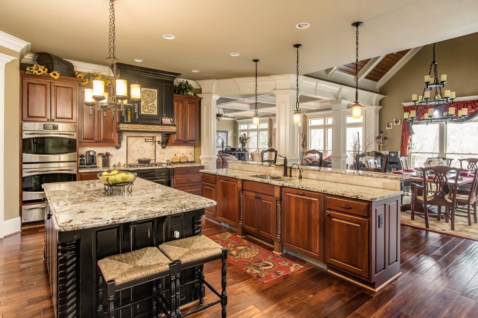 1310-longwood-park-$1,387,000-clubside-living-oconee-springs-courtyard-homes-house-for-sale-georgia-club-athens-sarah-lee-realtor-kitchen.jpg