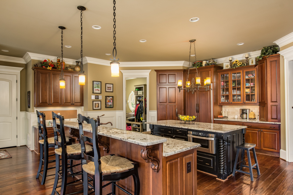 1310-longwood-park-$1,387,000-clubside-living-oconee-springs-courtyard-homes-house-for-sale-georgia-club-athens-sarah-lee-realtor-kitchen-3.jpg