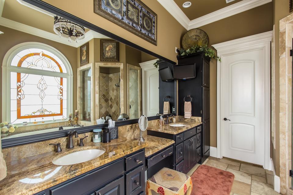 1310-longwood-park-$1,387,000-clubside-living-oconee-springs-courtyard-homes-house-for-sale-georgia-club-athens-sarah-lee-realtor-master-bath-2.jpg